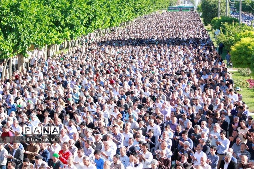 برگزاری نماز عید فطر شهرستان بجنورد در بلوار ولایت