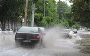 مهگرفتگی و بارش باران در محورهای شمالی کشور