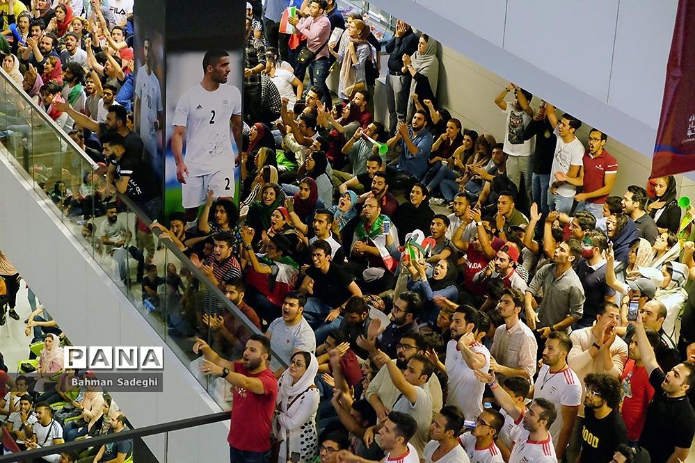 تماشای دیدار تیمهای فوتبال ایران و اسپانیا