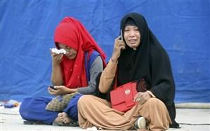 تصاویر/ غرق شدن کشتی مسافری در اندونزی؛ ۱۰۰ نفر ناپدید شدند!