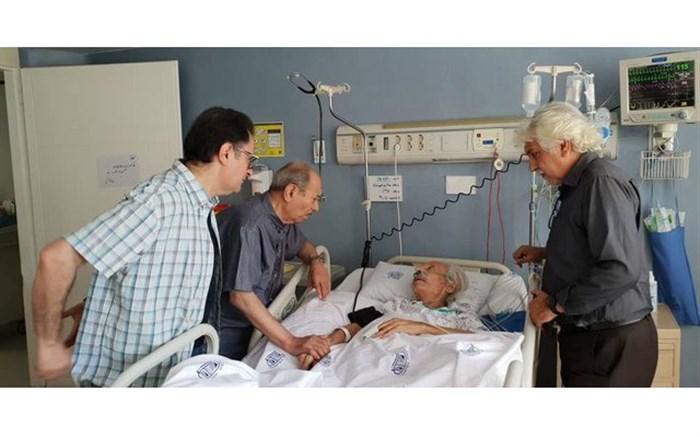 عیادت علی نصیریان از جمشید مشایخی در بیمارستان